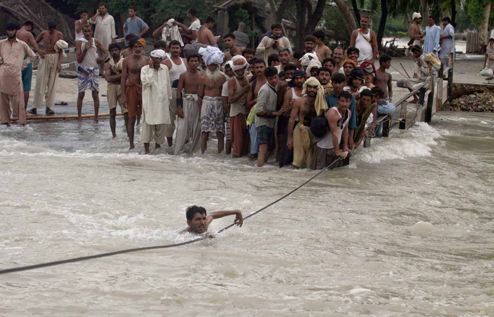 pakistan flood 2010 Pakistan is located in southern asia, bordering the arabian sea, between india on the east and iran and afghanistan on the west and china in the north the pakistan floods began on the 29 th july 2010 the main reason this flood occurred was because of unusually heavy monsoon rains almost 12.